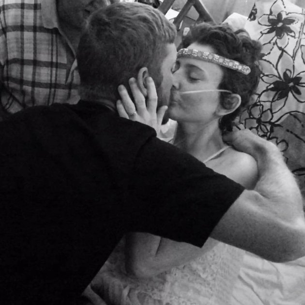 Girlfriend With Terminal Cancer Marries Longtime Boyfriend
