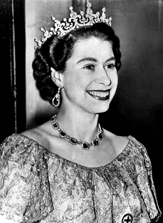 Elizabeth II-V6