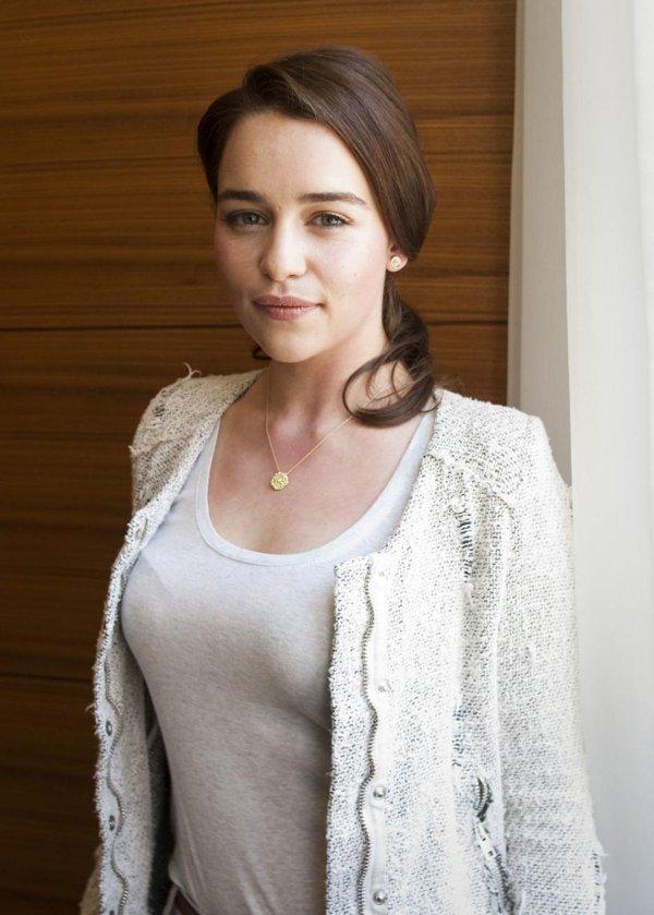 emilia clarke hot images