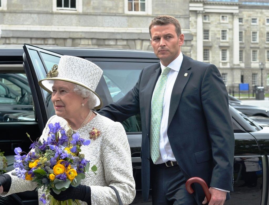 Queen Elizabeth II-V33