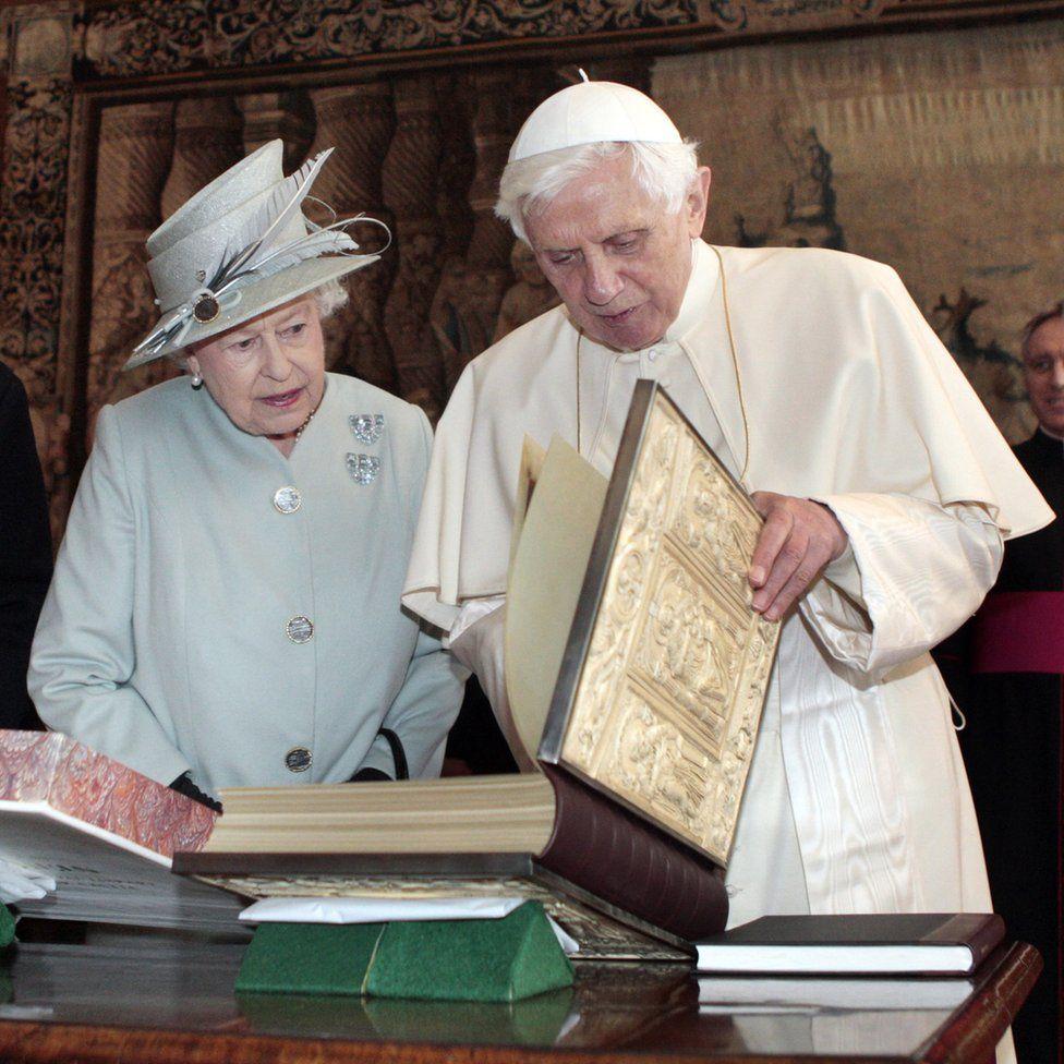 Queen Elizabeth II-V36 - facts about Queen Elizabeth II