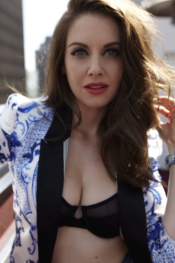 alison brie boobs