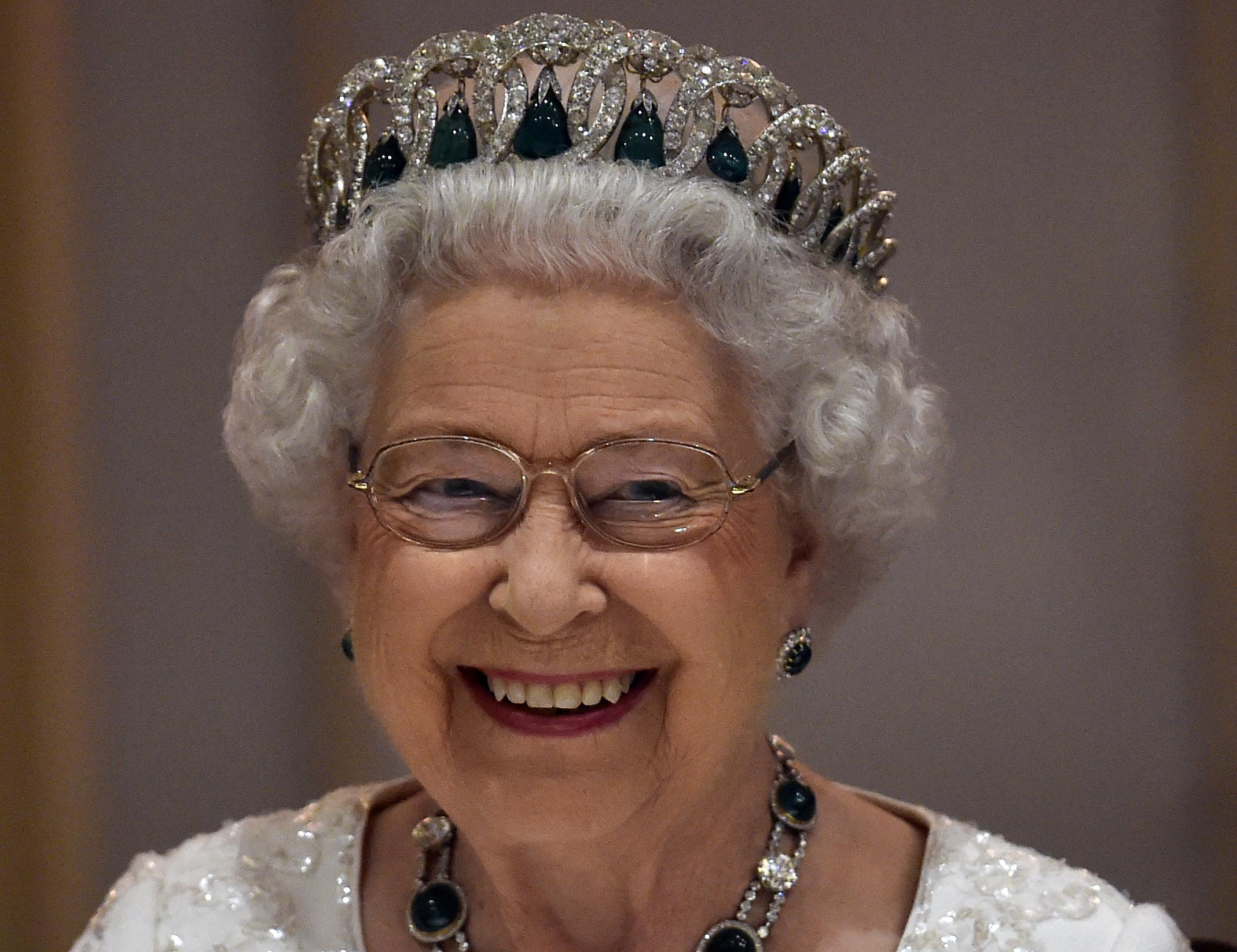 Elizabeth II-4