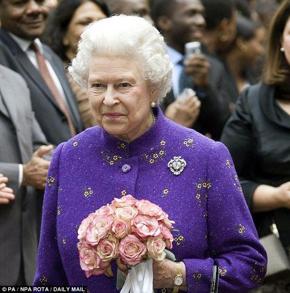 Queen Elizabeth II-V42