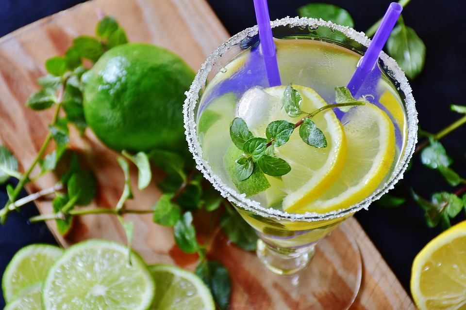 benefits of lemon in water