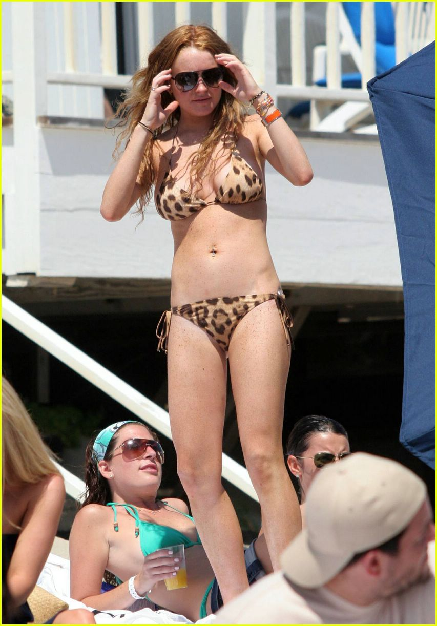 Lindsay Lohan Flaunts Her Toned Figure In Tiny Hot Bikinis