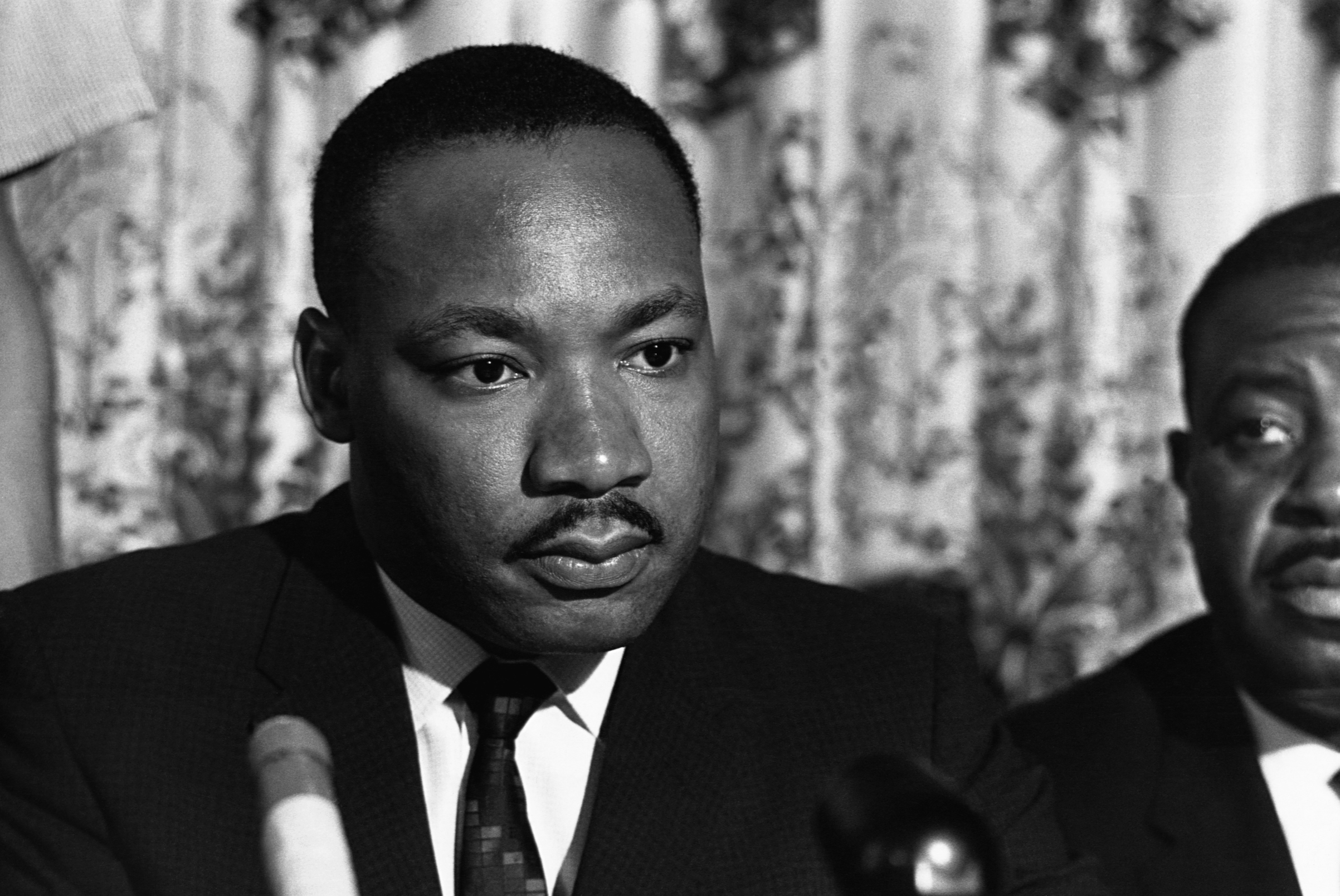 martin luther king jr essays Essay dr martin luther king, jr and the civil rigths movement 570 words | 3 pages martin luther king was an inspirational figure in his time because he helped begin the civil rights movement through his courage and bravery.