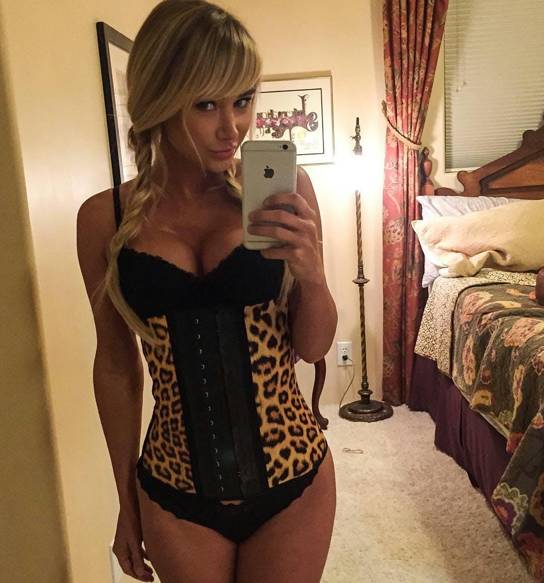 Sara Jean Underwood- hot selfies of celebrities