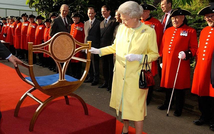 Queen Elizabeth II-V66