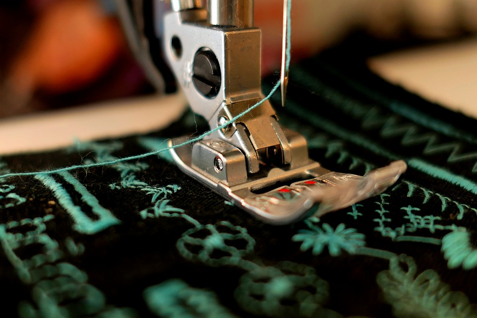 Choose The Right Sewing Machine