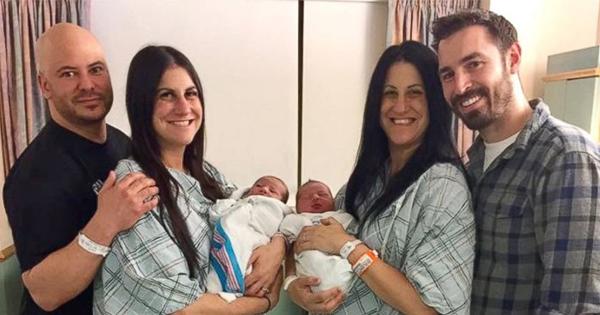 Twins Gave Birth Two Babies -V5