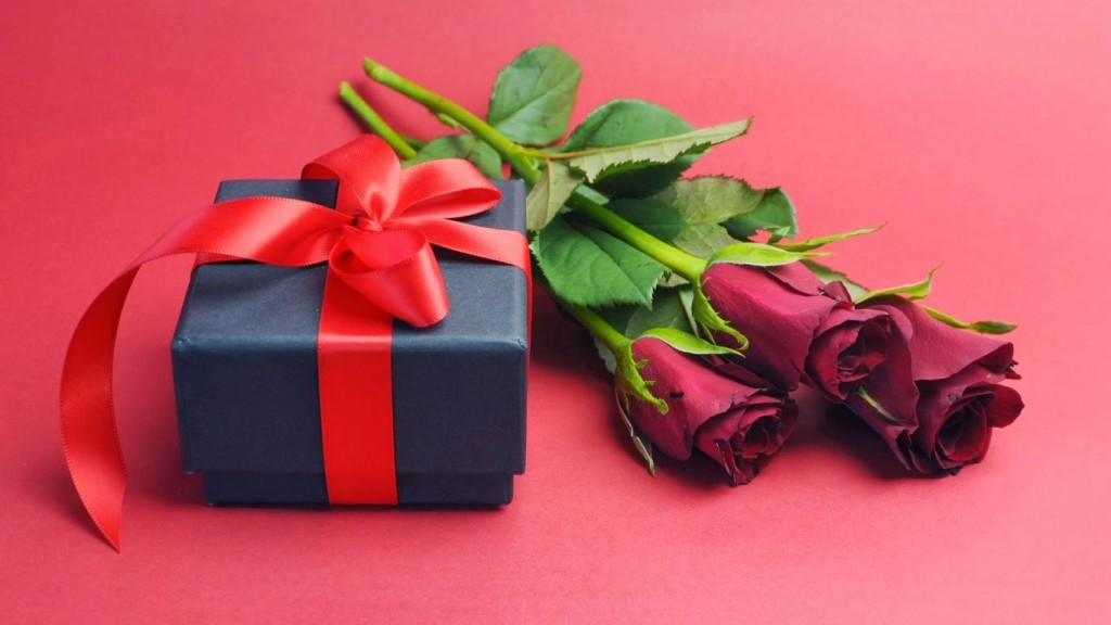 21 Best Gift Ideas For Your Love This Rose Day