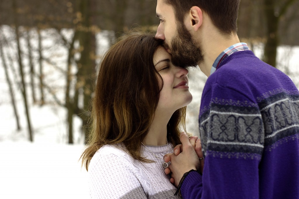 30 Super Romantic Quotes About Kissing