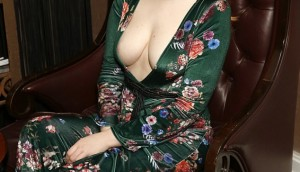 Victoria Clay Flashes Her Cleavage