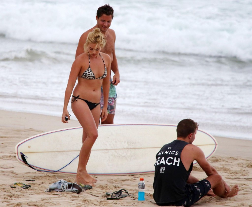 Margot Robbie Shows Off Her Beach Body In A Bikini With Her Boyfriend Tom Ackerley