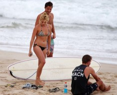 Margot Robbie Shows Off Her Beach Body