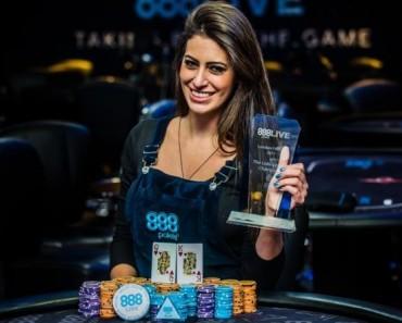 Amazing Women In Poker_3