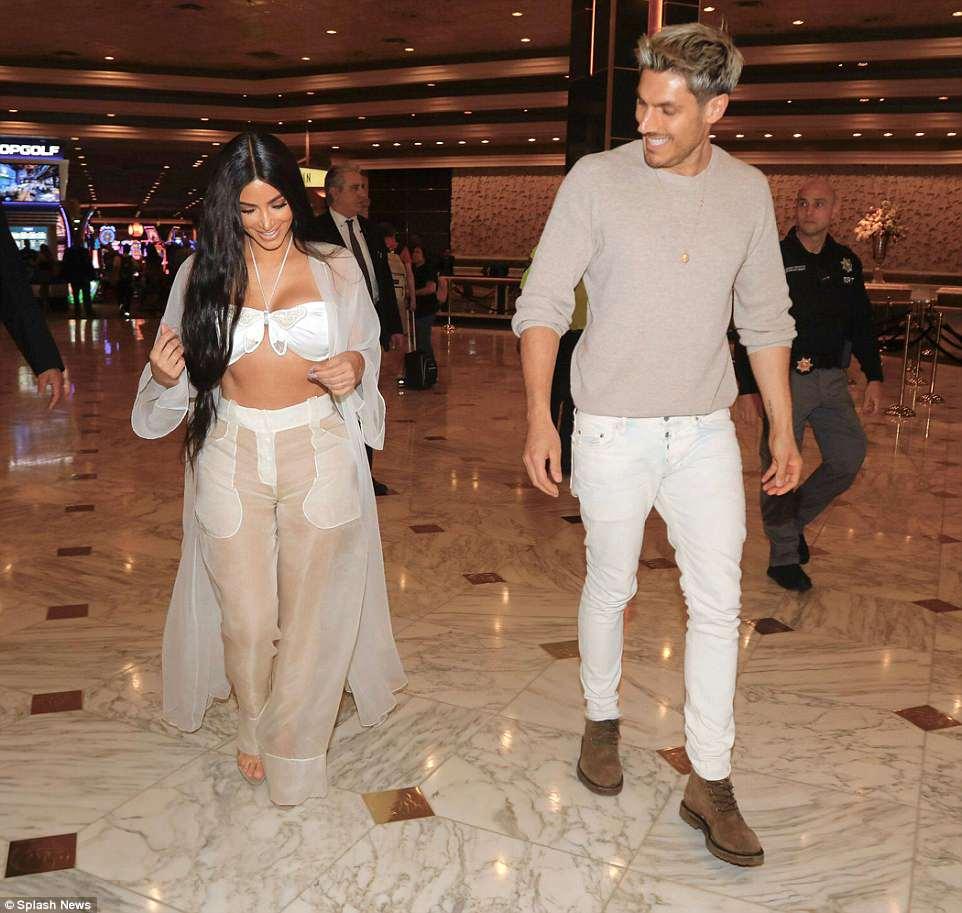 Kim Kardashian Flaunts Her Abs