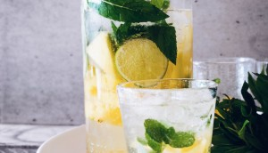 Health Benefits Of Drinking Lemon Water_3