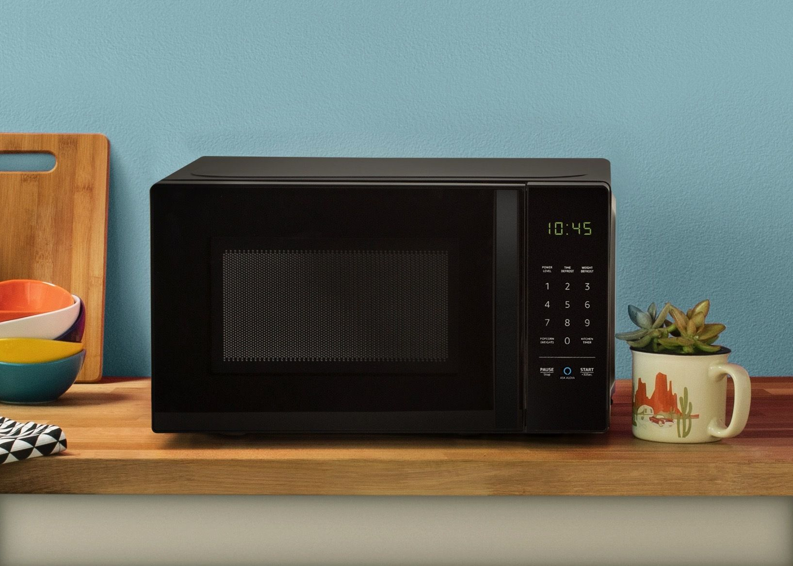 AmazonBasics Microwave, 0.7 Cu. Ft, 700W, Works with Alexa