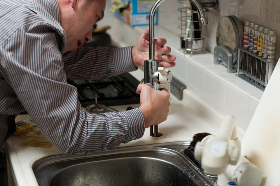 Plumbers Clean Drain Systems_1
