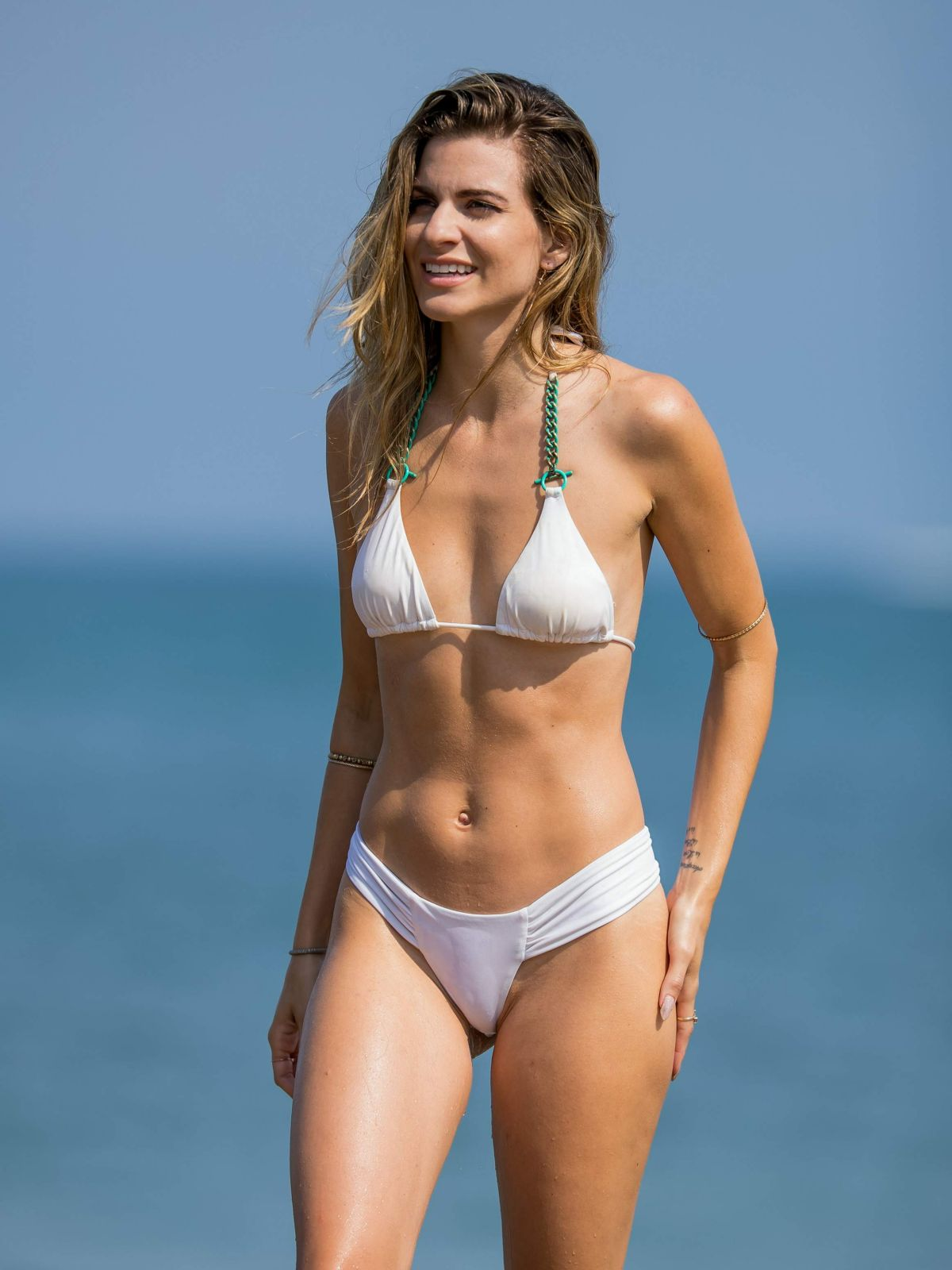_Rachel McCord Cameltoe On The Beach In Santa Monica