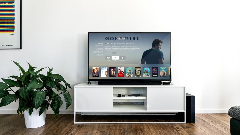 8 Possible Aspect Of Floating TV Stands VS Regular TV Stands