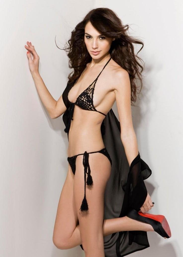 Gal Gadot Pics In Bikini_10