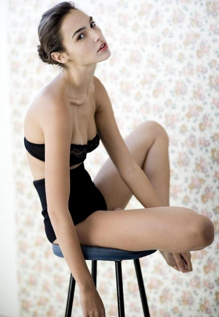 Gal Gadot Pics In Bikini_12