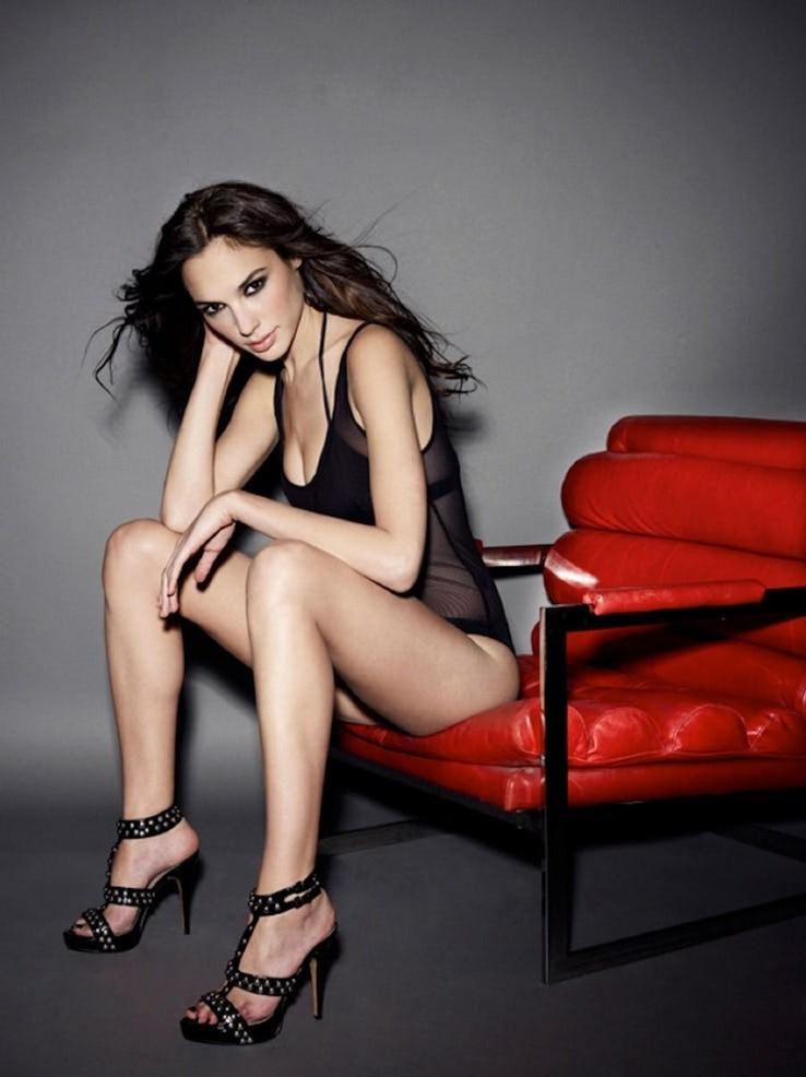 Gal Gadot Pics In Bikini_2