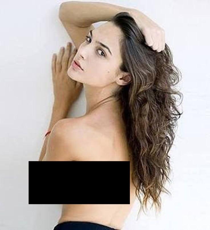 Gal Gadot Pics In Bikini_20