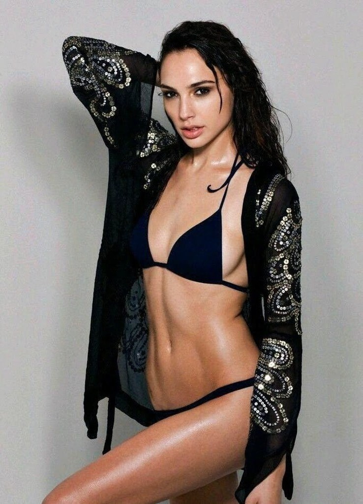 Gal Gadot Pics In Bikini_3