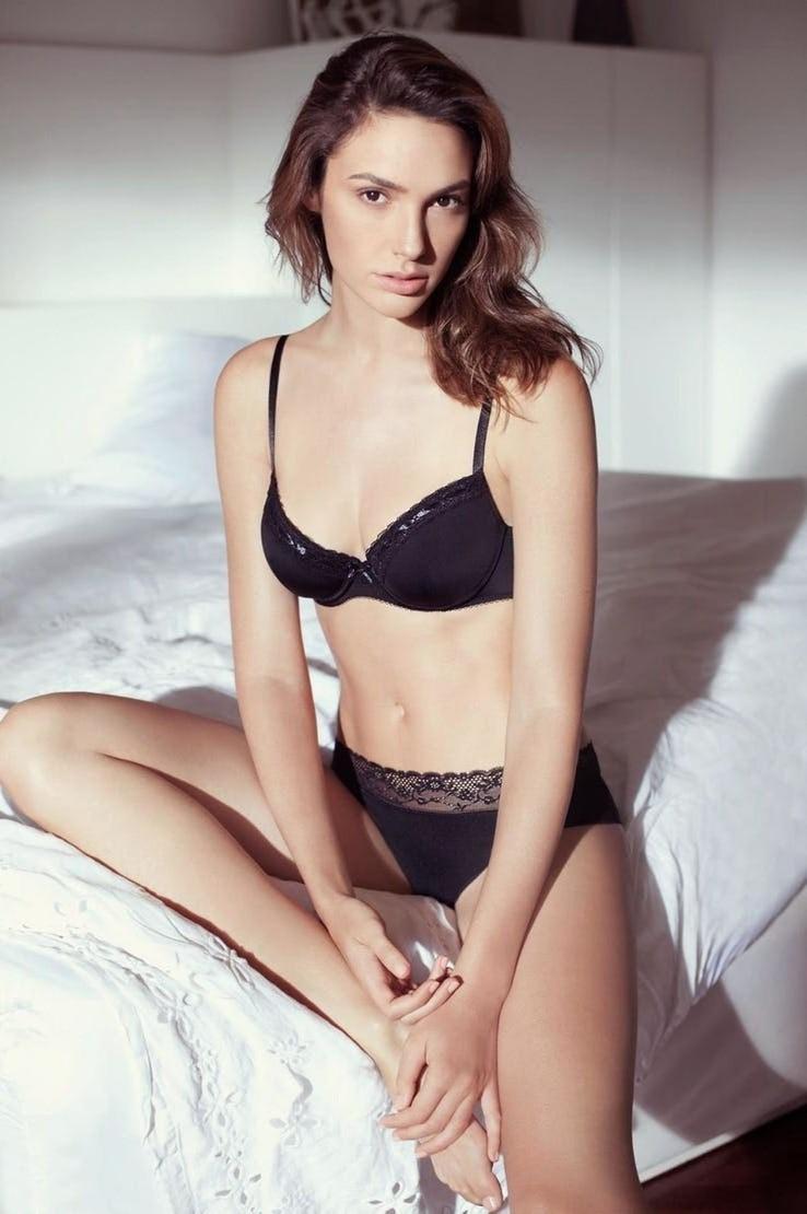 Gal Gadot Pics In Bikini_6
