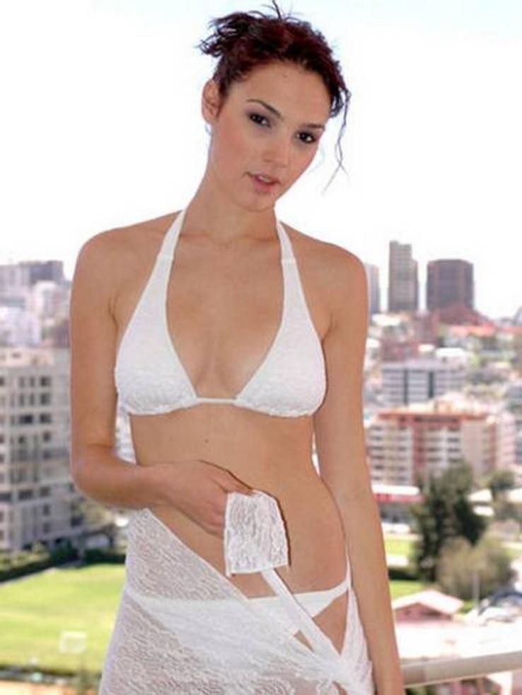 Gal Gadot Pics In Bikini_9