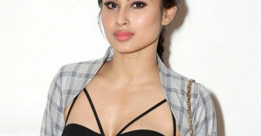 Mouni Roy Height