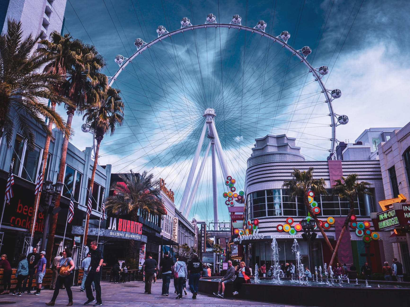 8 Fun And Crazy Things To Do In Vegas For Your First Trip