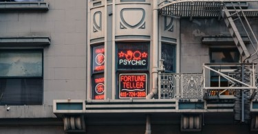 Here's When You Should Talk To A Psychic